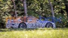 Nuova Mercedes SL Roadster 2022: una vista di profilo mostra le proporzioni dell'auto