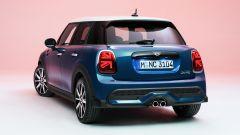 Nuova Mini 2021 5 porte: visuale di 3/4 posteriore