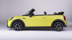 Nuova Mini 2021 Cabrio: con la capote aperta