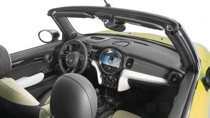 Nuova Mini 2021: gli interni della Cabrio