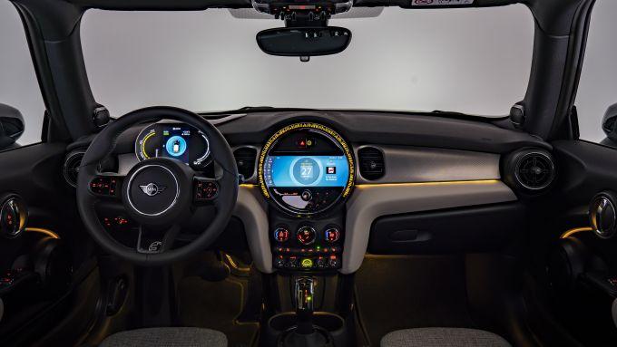 Nuova Mini 2021: gli interni della SE elettrica