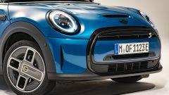 Nuova Mini 2021 SE elettrica: cerchi e calandra specifici