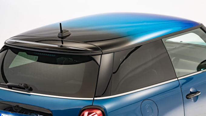 Nuova Mini 2021 SE elettrica: il nuovo tetto Multitone