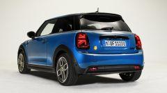 Nuova Mini 2021 SE elettrica: visuale di 3/4 posteriore
