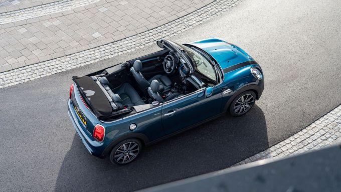 Nuova Mini Cabrio Sidewalk: l'elegante compatta a cielo aperto