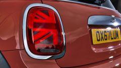 Nuova Mini Cooper S 2018: dettaglio del fanale posteriore che replica la bandiera inglese