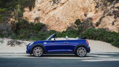Nuova Mini Cooper S Cabrio 2018: vista laterale