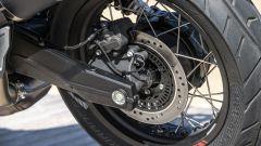 Nuova Moto Guzzi V85 TT 2019, dettaglio del forcellone asimmetrico
