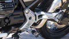 Nuova Moto Guzzi V85 TT 2019, le staffe portapedane