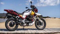 Nuova Moto Guzzi V85 TT 2019: vista laterale