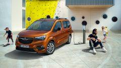 Opel Combo-e Life, elettrica anche la versione da famiglia - Immagine: 8
