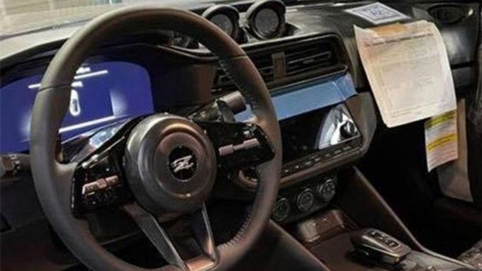 Nuova Nissan 400Z: l'abitacolo della coupé giapponese