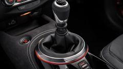 Nuova Nissan Juke 2020: la leva del cambio manuale a 6 marce