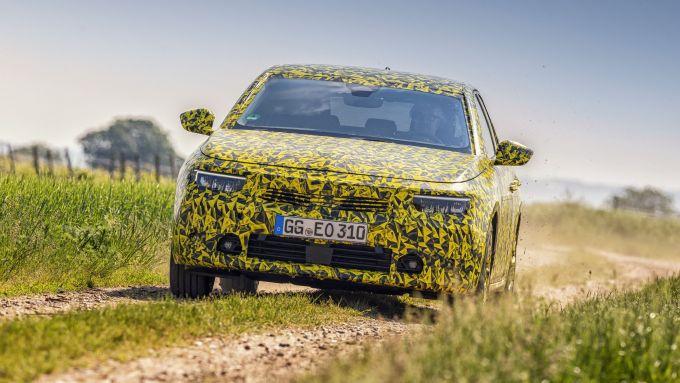 Nuova Opel Astra 2021: visuale frontale