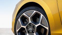 Nuova Opel Astra, plastica facciale e trapianto di cuore (ibrido) - Immagine: 14