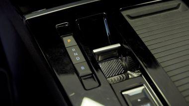Nuova Opel Astra Hybrid; la console centrale