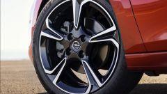 Nuova Opel Corsa, non solo la EV. I motori diesel e benzina - Immagine: 7