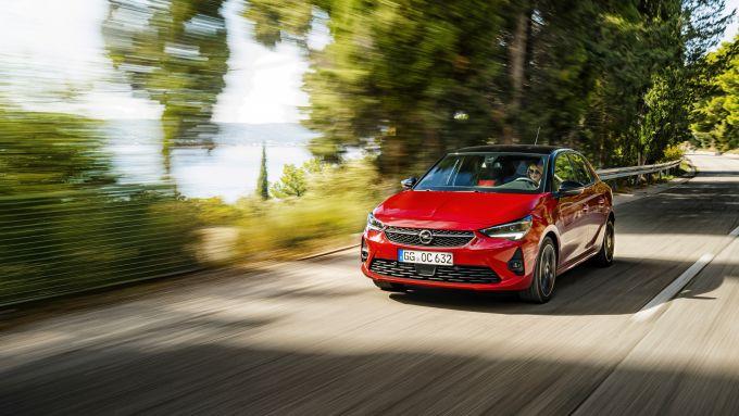 Nuova Opel Corsa 2019: il tre cilindri turbo della GS LIne ha 130 CV