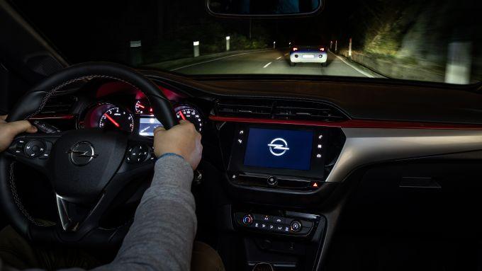 Nuova Opel Corsa: debuttano i fari Intellilux LED