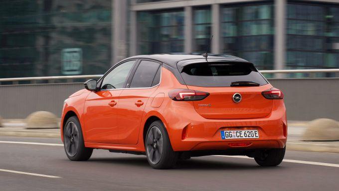 Nuova Opel Corsa-e: agile nel traffico e comoda per 4 persone