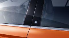 Nuova Opel Corsa-e: il logo sui montanti centrali