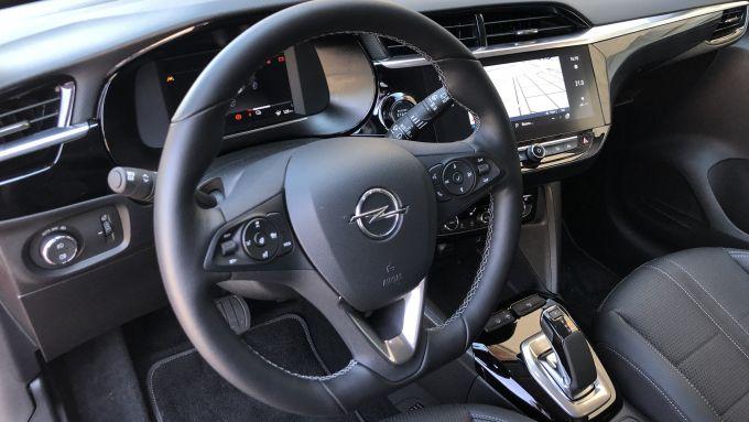 Nuova Opel Corsa-e: l'abitacolo rinnovato e di buona qualità
