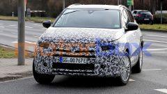 Nuova Opel Grandland: fari anteiriori e calandra più sottili per un inedito look