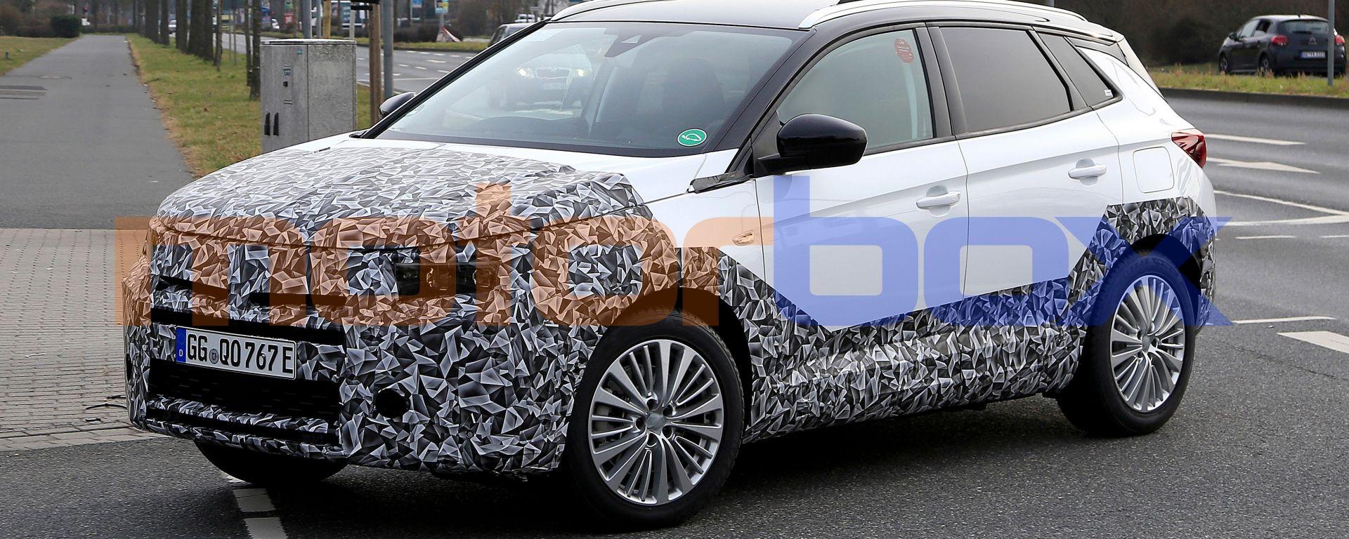 Nuova Opel Grandland: in arrivo il modello con l'aggiornamento di metà carriera
