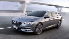 Nuova Opel Insignia Sports Tourer, con i fari Intellilux il fascio luminoso raggiunge i 400 metri