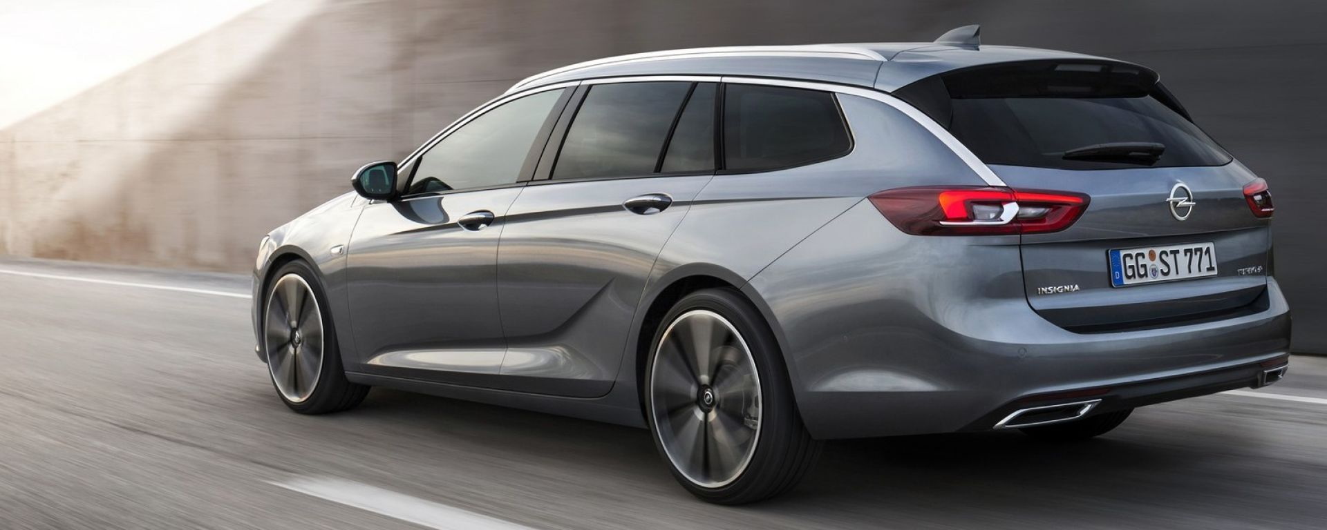 Nuova Opel Insignia Sports Tourer, le prime foto e i dati