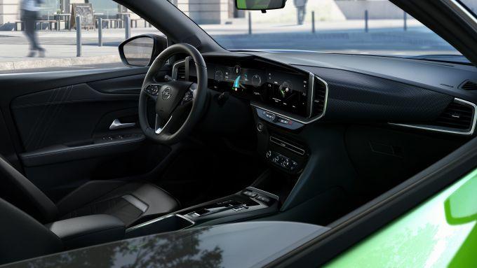 Nuova Opel Mokka-e: gli interni