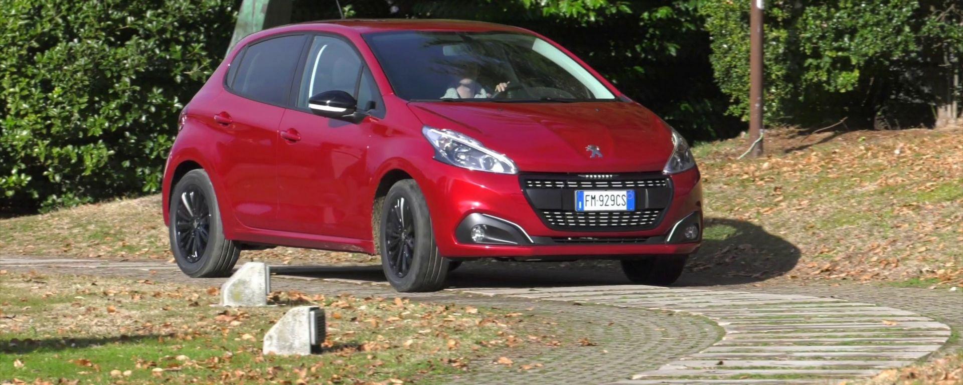 Peugeot 208 Black Line: 1.200 modi per sorprendere