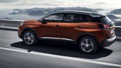 Nuova Peugeot 3008: il fianco è sportivo e compatto, con la linea di cintura che corre alta
