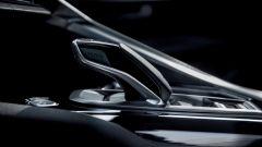Nuova Peugeot 3008: un profilo ad arco dalla plancia corre per tutto il tunnel centrale