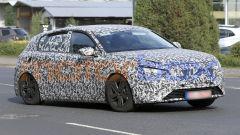 Nuova Peugeot 308 2021, le fiancate appaiono leggermente più larghe