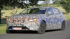 Nuova Peugeot 308 2021, le luci diurne dovrebbero riprendere il tema delle zanne
