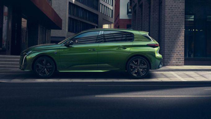 Nuova Peugeot 308: fiancata muscolosa e ben definita
