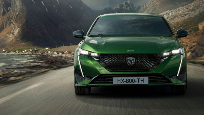 Nuova Peugeot 308: il nuovo frontale molto aggressivo