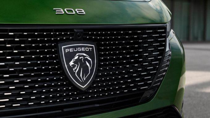 Nuova Peugeot 308: la francese porta al debutto l'inedito logo del costruttore