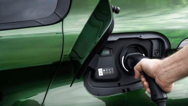 Nuova Peugeot 308: la presa di ricarica della versione plug-in hybrid