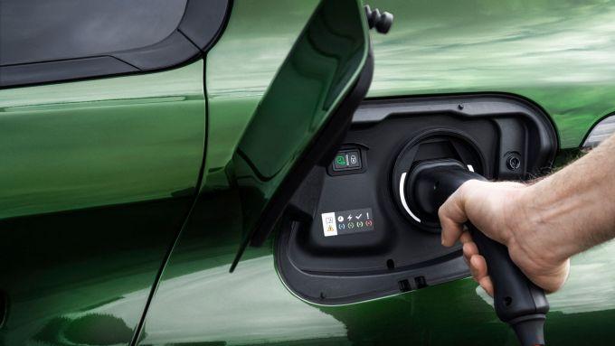 Nuova Peugeot 308: lo sportello di ricarica della versione plug-in