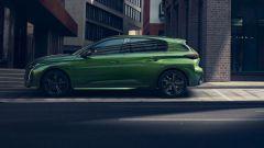 Nuova Peugeot 308: profilo definito dai parafanghi larghi