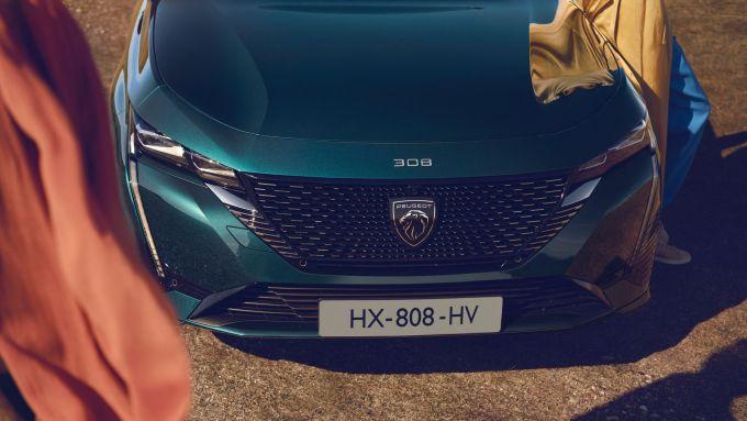 Nuova Peugeot 308 SW: anche ibrida plug-in