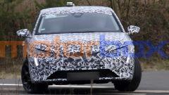 Nuova Peugeot 308 SW: dal davanti si intravvedono le lame verticali a LED