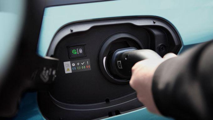 Nuova Peugeot 308 SW: la presa di ricarica della plug-in