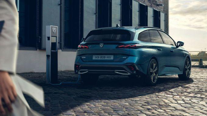 Nuova Peugeot 308 SW: la versione plug-in