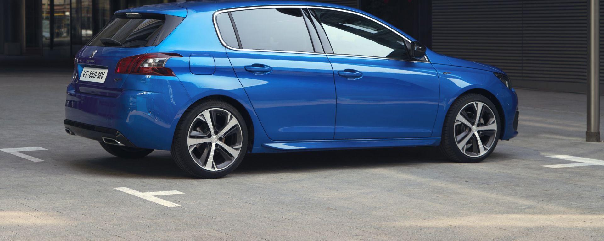 Nuova Peugeot 308: vista laterale posteriore
