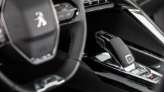 Nuova Peugeot 5008 2021, i comandi sulla razza destra del volante