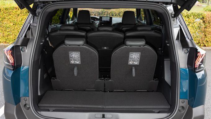 Nuova Peugeot 5008 2021, il bagagliaio in configurazione 7 posti