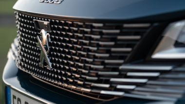 Nuova Peugeot 5008 2021, la nuova griglia frontale